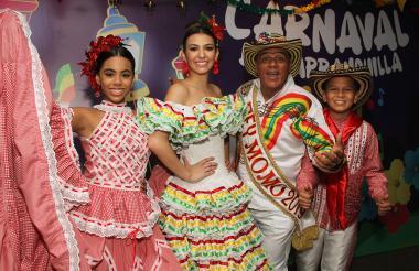 Isabella Chacón, Carolina Segebre, Freddy Cervantes  y Cesar De la Hoz.