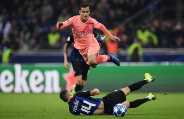 Phillippe Coutinho en una acción de juego contra el Inter de Milán por UEFA Champions League.