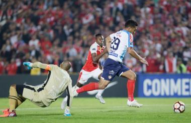 Téofilo Gutiérrez dejó en el camino al portero Róbinson Zapata en el primer gol.