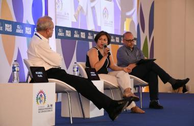 Ricardo Plata, Natasha Avendaño y Christian Jaramillo durante el panel realizado en el foro de la Andi.