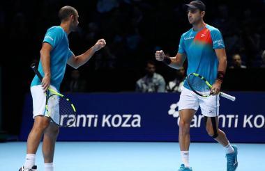 Los tenistas Juan Sebastián Cabal (i) y Robert Farah.