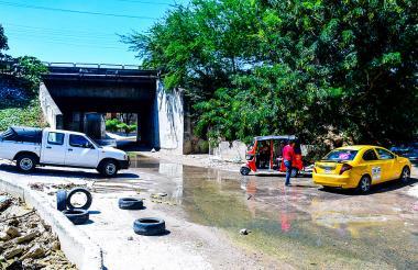 Vía canal del arroyo El Salao, en la carrera 22D con Murillo, barrio Las Moras.