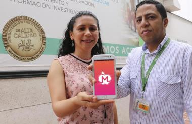 Yisel Pinillos Patiño y Enrique Martelo López, investigadores de Unisimón que integraron el equipo que desarrolló la aplicación móvil Mamá Saludable.