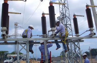 Operarios de la empresa durante sus labores.