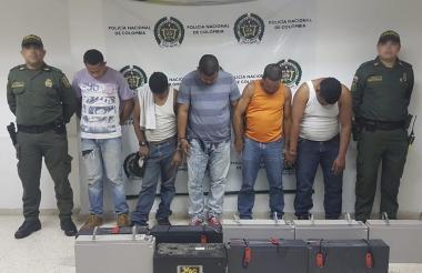 Los cinco capturados.