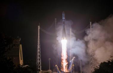 Lanzamiento del cohete ruso Soyuz, desde el cosmódromo de Baikonur.