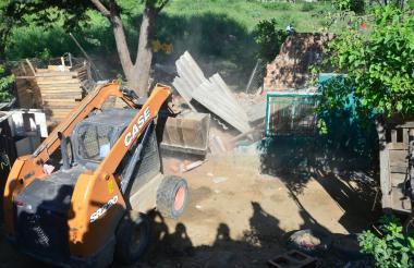 Demolición de una olla del microtráfico en Villa Bethel,  Santa Marta.