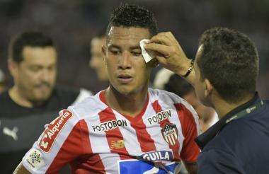 James Sánchez sufrió un corte en su rostro.