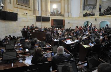 Las Comisiones Primeras Conjuntas en durante el debate de este lunes.