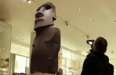 El moái Hoa Hakananai en el British Museum.