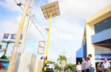 Puesta en funcionamiento del semáforo de la intersección de la avenida del Ferrocarril con Estudiantes.