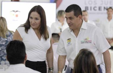 Susana Correa y el gobernador Dumek Turbay Paz.