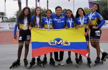 Chicas del club Mario Durán con sus medallas.