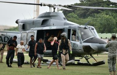 Náufragos llegando a la Base Naval en Barranquilla.