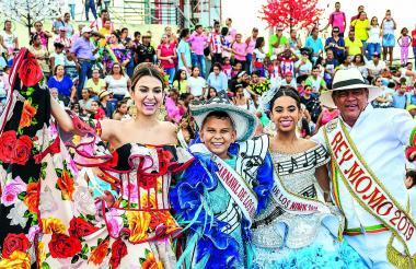 Carolina Segebre, César De la Hoz, Isabella Chacón y Freddy Cervantes, durante el evento en el malecón.