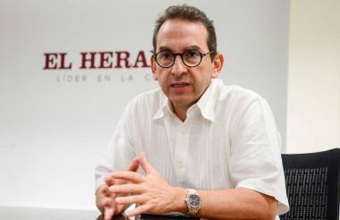 Andrés Valencia Pinzón, ministro de Agricultura y Desarrollo Rural, en su visita a EL HERALDO.