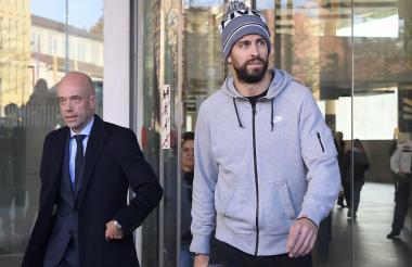 Gerard Piqué junto a su abogado.