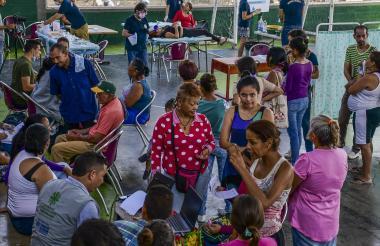 Aspecto de la atención a venezolanos en la jornada de servicios en salud oral en La Paz.