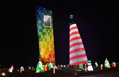 En el árbol de Navidad, junto a La Ventana al Mundo, se proyectará el partido del Junior contra el Atlético Paranaense.