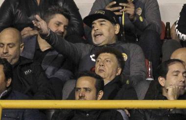 Maradona fue expulsado en el primer juego de la final, por lo que vio el segundo desde las gradas.