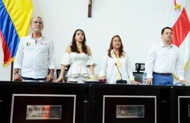 De izq a der: Eduardo Verano, gobernador del Atlántico;  Margarita Belén, diputada;  Lilia Manga, presidenta de la Asamblea, y Adalberto Llinás, diputado.