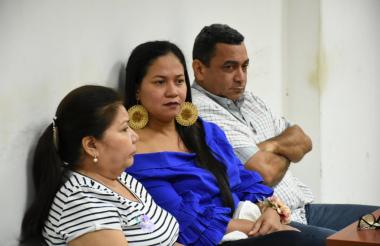 María Concepción Canales, contratista; Zunilda Toloza (azul), exalcaldesa de Chiriguaná; y el interventor Eleuterio Rincón Tortello, durante la audiencia.