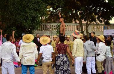 Puesta en escena de la conmemoración de la 'Masacre de las Bananeras'.