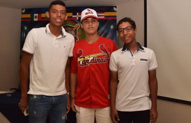 Juan Arellano , Camilo González y Carlos Weeber, peloteros de Colombia que participarán en el torneo.