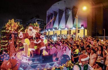 La Gran Parada de la Luz contó con la asistencia de miles de personas en el 2017.