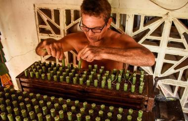 Alrededor de 850 velas son producidas diariamente en la fábrica, ubicada en el barrio Bajo Valle de Barranquilla.