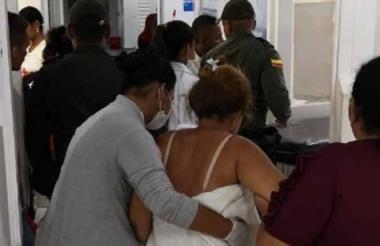 Una de las personas lesionadas por un castillo en Manatí.