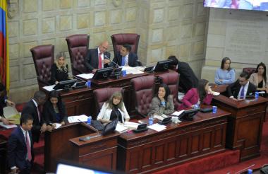 Durante el debate en la Comisión Sexta del Senado.
