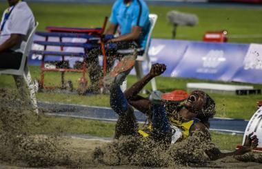 Caterine Ibargüen celebra segundos después de lograr su salto en los pasados Centroamericanos.