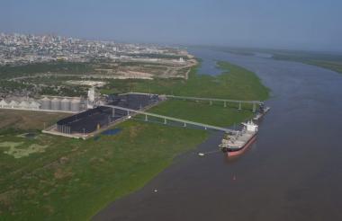 Panorámica del canal de acceso al puerto.