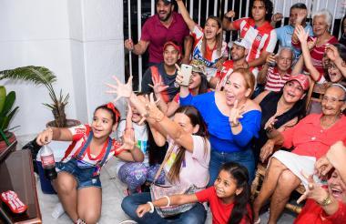 La vivienda de Carmen Mejía se convirtió en una tribuna para apoyar al Junior en la final.