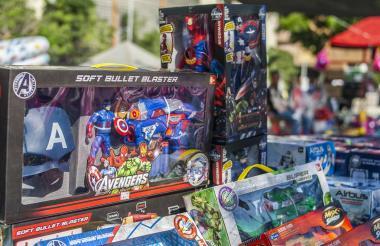 Los 'Avengers' son los muñecos más buscados por los niños de la ciudad.