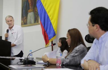 El gobernador Verano durante su intervención.