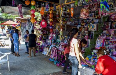 Venta de juguetes en feria de Barranquilla. Este tipo de negocios se formalizaría con el régimen Simple.