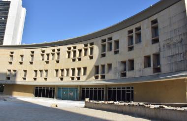 'Los Financistas' son presentados en el Centro de Servicios Judiciales de Barranquilla, antiguo Telecom.