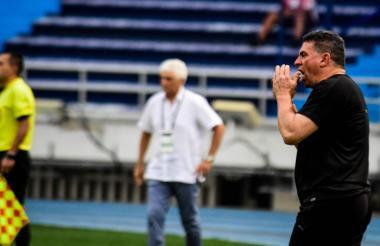 Luis Fernando Suárez y Julio Avelino Comesaña en el partido que Equidad y Junior disputaron en el estadio Metropolitano el 15 de noviembre pasado.