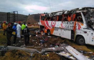 El bus accidentado el pasado mes de septiembre en una vía de Ecuador.