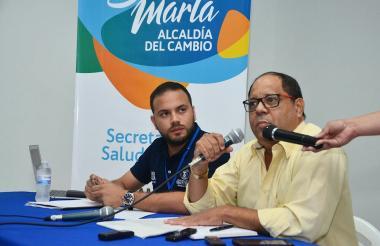 Jairo Romo gerente encargado de la Ese y Julio Salas, secretario de salud.