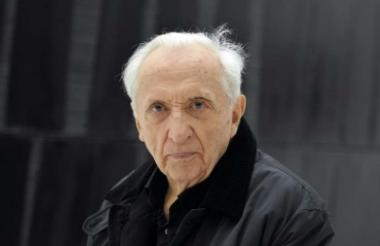 Pierre Soulages, pintor abstracto francés.