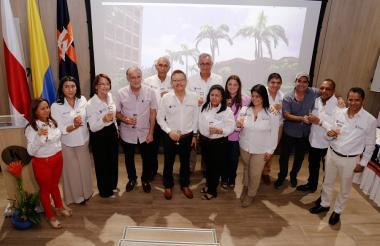 Los nuevos decanos aparecen acompañados del gobernador Verano, el rector Carlos Prasca, el alcalde Alejandro Char y la alta Consejera para las Regiones, Karen Abudinen.