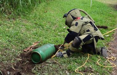Ejército desactivó explosivos camuflados en cilindros.