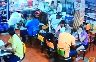 Imagen del atraco en un restaurante en Canapote.