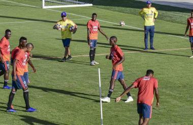 Los jugadores de la Selección Colombia sub-20 en el entrenamiento de ayer en el estadio Romelio Martínez.