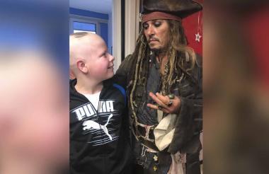 Johnny Depp durante su visita al instituto en París.
