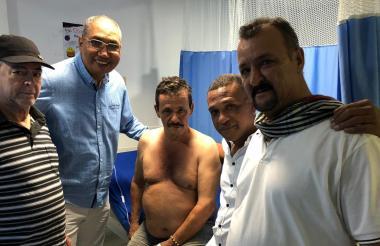 El comerciante en compañía de familiares y el alcalde de Maicao, José Carlos Molina.