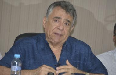 Édgar Martínez Romero, gobernador del departamento de Sucre, en su despacho.
